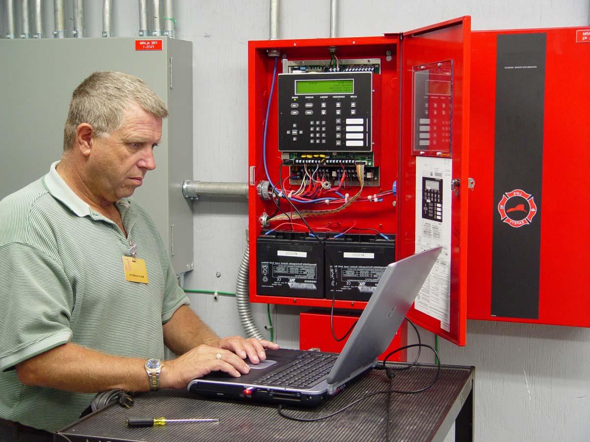 МЧС внедрит дистанционный контроль за противопожарными системами на объектах
